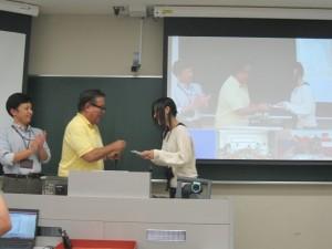 Representative Student for Minamata Fieldwork 2014 receiving Completion Certificate from Professor Jun Murai and Professor Keisuke Uehara