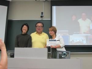 Representative Student for Fujiyoshida Fieldwork 2014 receiving Completion Certificate from Professor Jun Murai and Professor Doko Tomoko