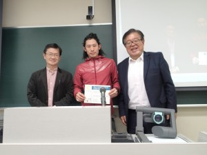 Professor Jun Murai together Professor Michio Umegaki  presented the completion certificate to the participant in Vietnam Fieldwork