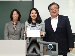 Professor Jun Murai together Professor Doko Tomoko  presented the completion certificate to the participant in Fujiyoshida Fieldwork