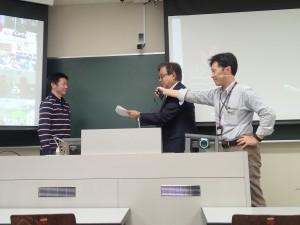 Professor Jun Murai together Professor Keisuke Uehara presented the completion certificate to the participant in Minamata Fieldwork